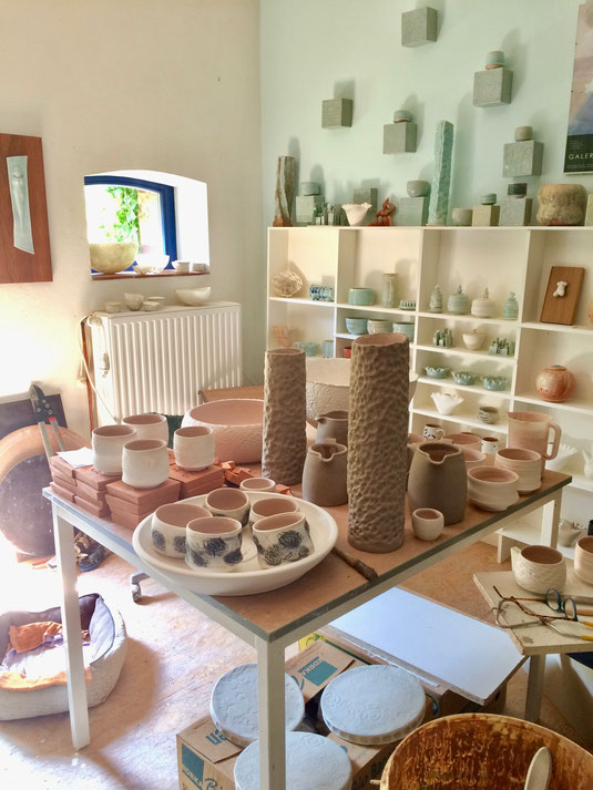 Werkstattimpression Holzofen Teeschalen