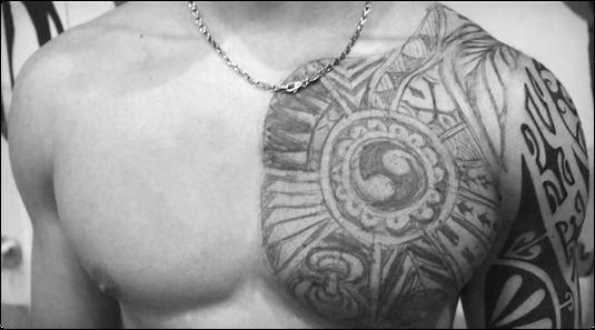 Tattoos Maoritattoo polynesisch Tatau NRW Deutschland Germany Tätowierer Tattooer Brust Oberarm Köln Entwurf frei Hand Kunst