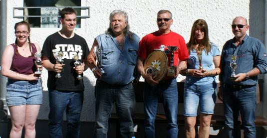 Foto: (von links) Mareike Rose, Marvin Rose, Horst Grötzbach, Rainer Müller, Ingrid Mosch, Peter Frank