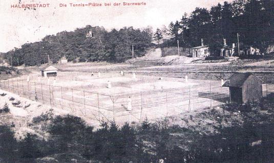 Die Tennisanlage bei der Sternwarte um 1912.
