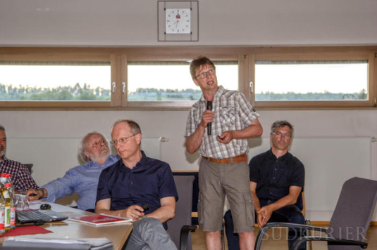 Roland Hauser, Markus Fiederer, Dieter Kleiner und Edgar Kempf (von links) gaben vor dem Gemeinderat ein Übersicht über ihre Argumente und Einwände gegen die geplante Nordtrasse. | Bild: Hermann-Peter Steinmüller