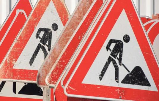 Eine Gemeinschaft von drei Kreisen will den Straßenbau in der Region beschleunigen Foto: Archiv Schwäbische Zeitung, Kahnert/dpa