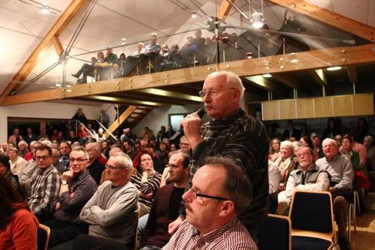 Großes Interesse: Die Infoveranstaltung besuchen 200 Bürger. Foto: Michael Hescheler