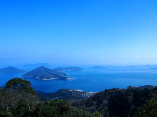 紫雲出山から瀬戸内海を臨む(写真:三豊市観光交流局)