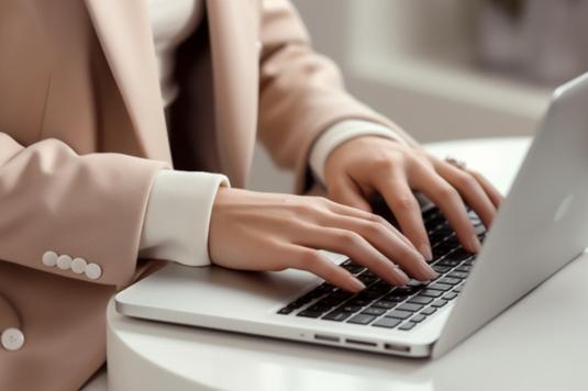 ひまわりの花と水色のレターセット。白のボールペン。