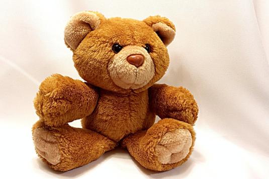置時計。洗濯ばさみ。黒革のウォレット。家の鍵。メモ帳とボールペン。皿とナイフとフォーク。育児と仕事の両立。