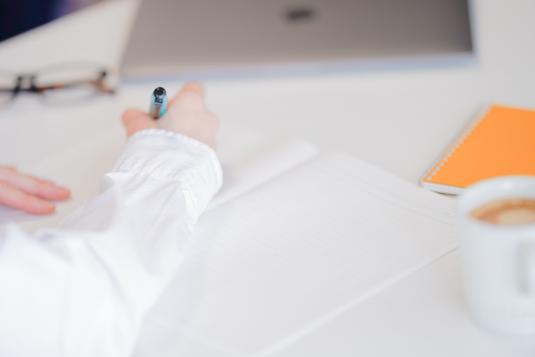イチゴタルトとアイスコーヒー。カフェの定番メニュー。