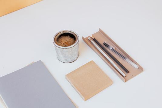 ものさし、鉛筆、ボールペン、修正ペン、しおり。