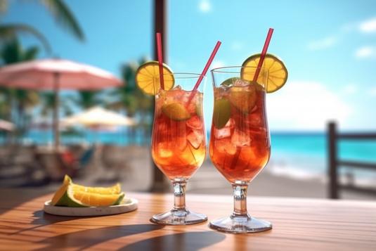 オフィスのデスクでスマートフォンをチェックするビジネスウーマン。紺のジャケット姿。