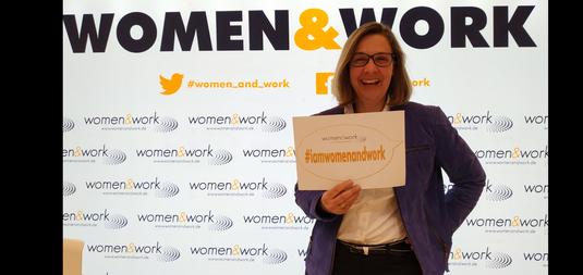 Auf der Bühne der Karrieremesse Women&Work in Frankfurt