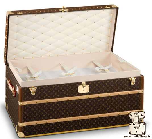 Interior of the Louis Vuitton mail trunk, pvc canvas.  Comprising 3 removable frames with 3 straps. vuittonite beige pvc interior.  Padded lid, white ribbon.