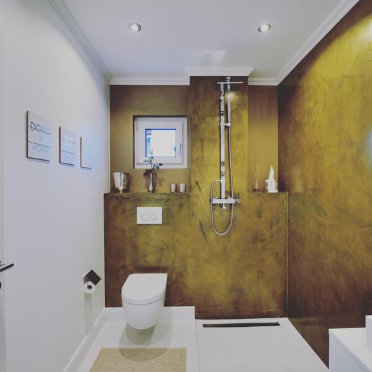 echtmetallhaut gold badezimmer fugenloser bodenbelag weiss
