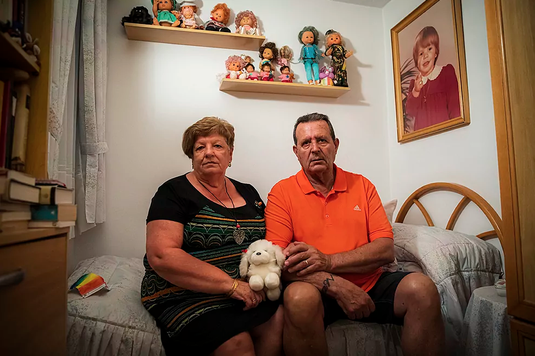 Los padres, Luisa Vera y Juan Bergua, mantienen la habitación de Cristina como ella la dejó. Luisa Vera y Juan Bergua, padres de Cristina.