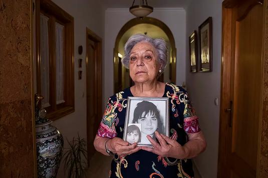 Antonia Armiñana con una imagen de su hija Ana Belén Jiménez, desaparecida en 1994. Antonia Armiñana, con una foto de su hija Ana Belén.