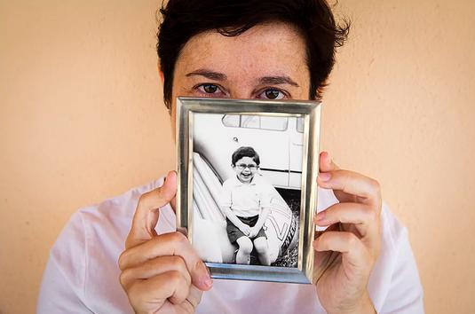 Cristina Quintana con una imagen de su hermano Germán Quintana Blanco. Cristina Quintana con una imagen de su hermano Germán.