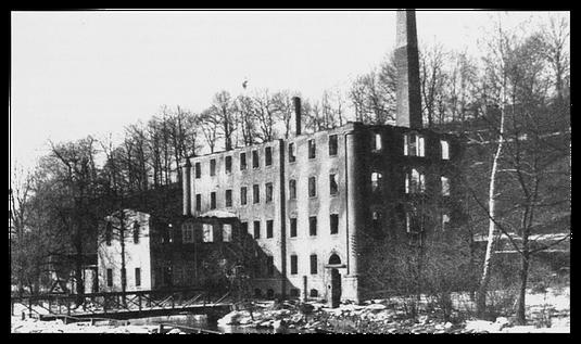 Plüschweberei Speer - Ruine / Quelle: Verlag Heimatland Sachsen