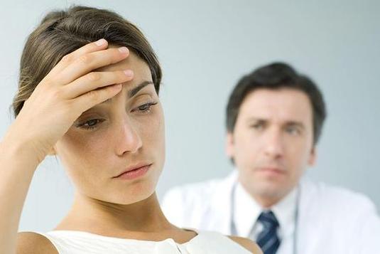 Richtige Ernährung reduziert das Krebsrisiko erheblich. Die etablierten Krebs-Spezialisten mag das irritieren, aber sie wollen nichts korrigieren: Nach wie vor reden sie am liebsten über Vorsorge - bis hin zur vorsorglichen Amputation.