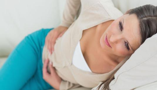 Histaminintoleranz ist noch recht unbekannt – und viele, die darunter leiden, wissen es nicht. Menschen mit Histaminintoleranz leiden – z. B. nach dem Genuss von Rotwein – an Hautausschlag, Kopfschmerzen, Durchfall, Fliessschnupfen, Herzklopfen, Brechreiz