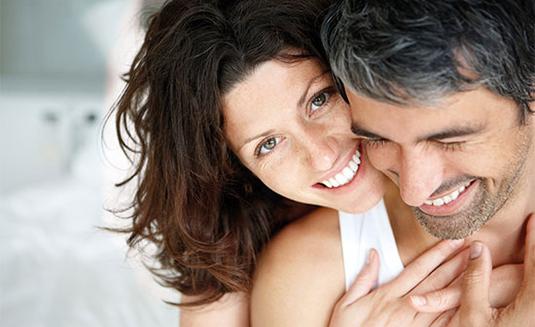 Die Lust auf Sex – die Libido – macht sich oft ganz unauffällig aus dem Staub. Übrigens nicht nur bei älteren Menschen. Immer häufiger wundern sich auch jüngere Leute (Frauen und Männer) über den Verbleib ihrer Libido.