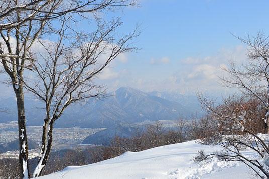 日野山も食事をしている間に雲が切れていた。