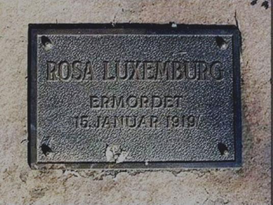 Mindetavle på Zentralfriedhof Friedrichsfelde, Berlin