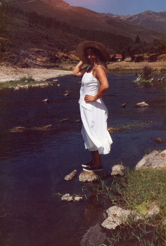 En las piedras del río. F. Pedro. Propiedad privada.