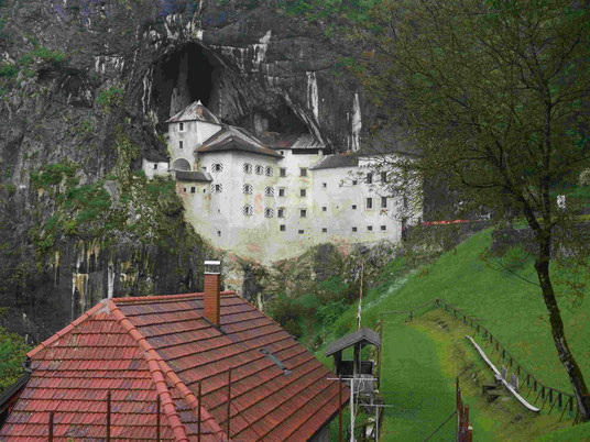 Burg im Karstgebiet