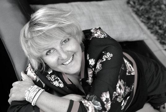 gravitation en folie douce majeure; Sacha stellie; Interview auteur; littérature; écriture; nouveaux auteurs; feel good