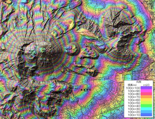 図2 雲仙岳のRCMap   10m毎に色が遷移し,100mで一巡するよう繰り返し配色。凡例左上の沈砂池の黄色が標高150~160mを示す。(作成:杉中佑輔)