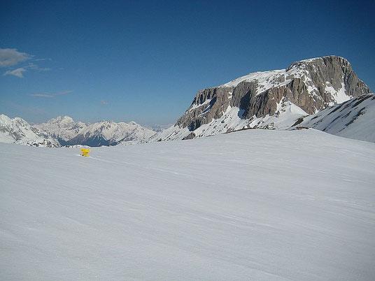 Am Rudnigsattel, Blick nach Westen auf den Trogkofel, im Hintergrund ist der Collin zu erkennen