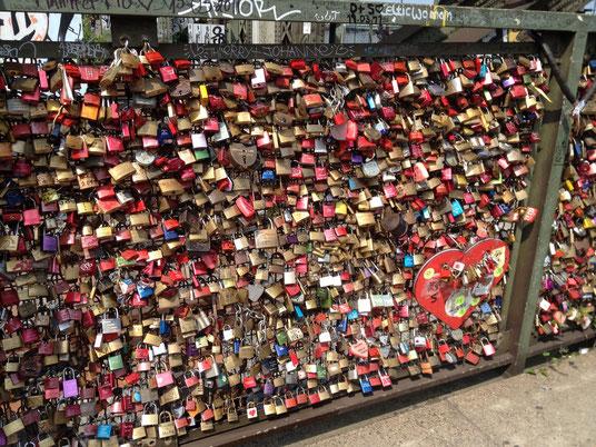 Liebes-Schlösser an der Hohenzollern Brücke, Köln