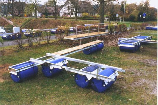 Der Steg in Einzelteilen im Herbst 2000