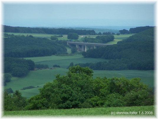 Diese Autobahn muß ich über oder unterqueren,  wenn ich Heike und Demi mit Maurice besuchen möchte.