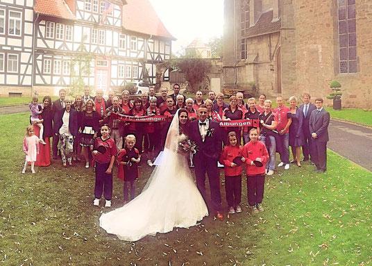 (10.9.2017) Martina und Maik Krengel: Zur Hochzeit unserer beiden aktiven Spieler sind zahlreiche Mitglieder haben zahlreiche Mitglieder gratuliert!