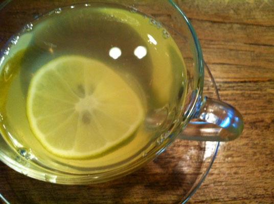 奥さんもこのはちみつレモンが大好きなんで超よろこんで、、、、昨日は2杯も、。(汗)