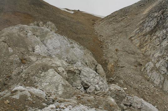 Gipsaufschlüsse auf der Nordsite der Tällifurgga