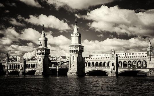Oberbaumbrücke, Oberbaum-Bridge, Infrarot, Holger Nimtz, Infrared, Fotografie, Photography, Infrarotaufnahme, Berlin, Architektur, IR, Spree,