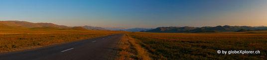 Teer in der Mongolei? Welch ein Wunder!! Auch wenn nur gerade mal 20km!!:-)