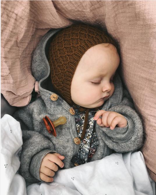 Karens Haube von PetiteKnit als Strickset bei Wooltwist bestellen
