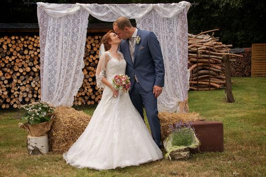 Verliebtes Brautpaar, Vintage, Boho Hochzeit, Bohamian Hochzeit, Hochzeit
