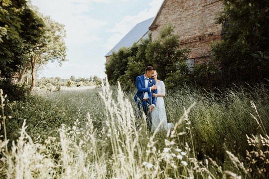Bewertung Strauß und Fliege, Erfahrung freie Trauung, Erfahrung Hochzeitsredner, Strauß und Fliege Bewertung Rune Meissel
