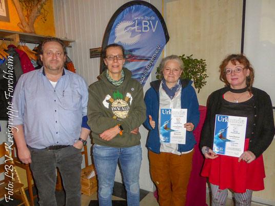 Foto von links: Vorstand der LBV- Kreisgruppe FO: Helmut Schmitt die Geehrten: Anke Brans, Anita Hellstern und Angelika Mühlhäuser