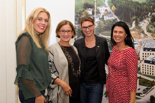 Die KlosterNEUbürgerinnen, IST, Landeshauptfrau Mikl Leitner, v.l.n.r.: Sandra Maria Soravia-Lepuschitz, LHF Johanna Mikl-Leitner, Lisa Cichocki, Renate Altenhofer, Niederösterreich