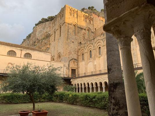 Italien, Sizilien, Sehenswürdigkeit, Cafalú, Kreidefelsen, Kalkfelsen, Kirche, Chiesa de Cefalú, Exkursion, Dom, Cattedrale, Chiostro