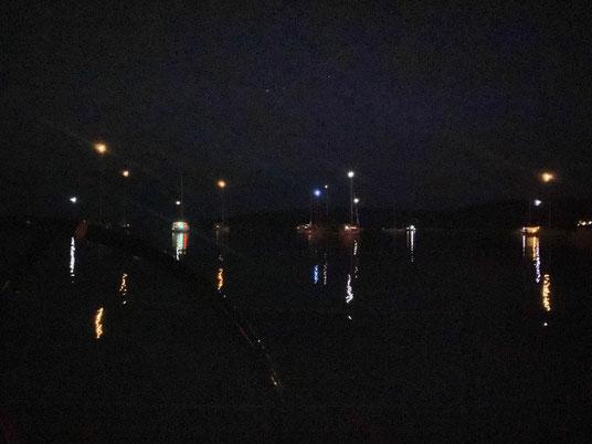 Ankerlichter in der Bucht (Uvala) Artaturi