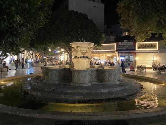 Kreta, Heraklion, Moschee, Sehenswürdigkeit, Zentrum, Krini Morosíni, Löwenbrunnen