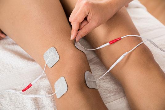 Elektrotherapie an den Knien von Therapiezentrum Waldheim