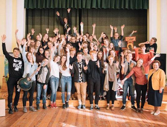 """Rund 50 Jugendliche aus ganz Lettland nahmen an dem katholischen Jugendcamp """"Oasis"""" teil."""