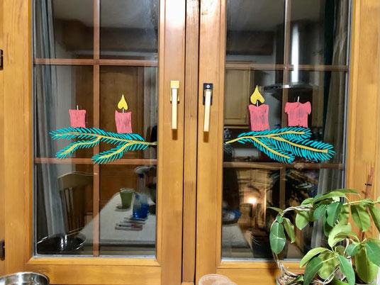 Adventskranz im Küchenfenster
