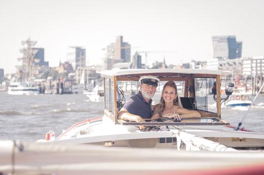 Hochzeitsfotogrfen Hamburg - standesamtliche Hochzeit auf der Hafenbarkasse
